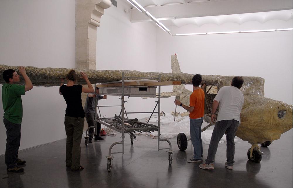 Vue du montage de l'exposition « Un bon pet sinon rien ! », Frac Languedoc-Roussillon, Montpellier, 2008