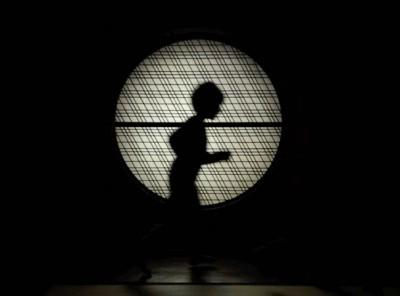 Le Gentil Garçon, Chronique du monde d'avant, 2013, vidéo (10' 41''). Collection Frac Languedoc-Roussillon