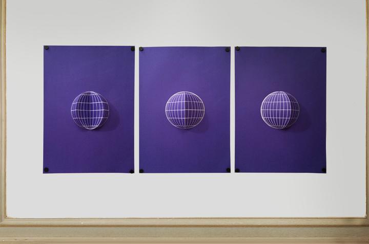 Suzy Lelièvre, Projections redressées (globe), 2016, papier, carton, aimants. Photo DR